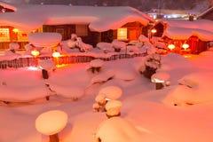Lanterna rossa e neve bianca Fotografie Stock