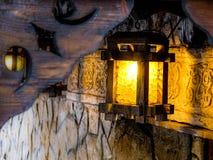 A lanterna sobre a entrada ao restaurante Imagem de Stock Royalty Free