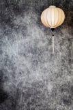 Lanterna spheric bianca vietnamita o cinese sopra il fondo concreto di lerciume d'annata con lo spazio della copia in ritratto, v illustrazione di stock