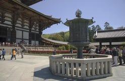 Lanterna in tempio di Todaiji, Nara, Giappone Fotografia Stock