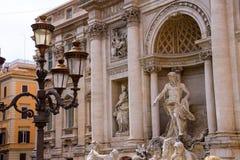 Lanterna vicino alla fontana di Trevi a Roma, Italia Fotografie Stock