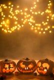 Lanternas cinzeladas iluminadas das abóboras do Dia das Bruxas Imagem de Stock