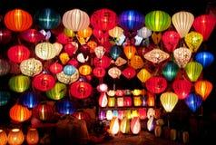Lanternas culorful asiáticas tradicionais no mercado chinês Imagem de Stock