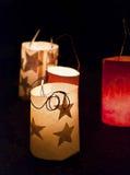 Lanternas da Noite de Natal na terra imagens de stock royalty free