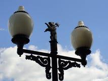 Lanternas da rua com o símbolo da cidade nele, Rússia de Yaroslavl imagens de stock royalty free