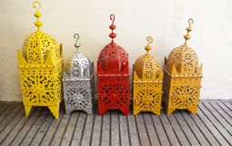 Lanternas de bronze coloridas no mercado de rua, Granada Imagens de Stock