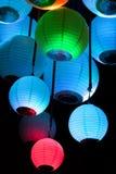 Lanternas de papel chinesas em um fundo preto Fotografia de Stock