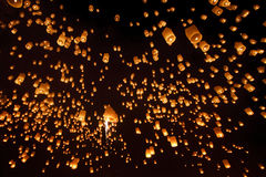 Lanternas do céu, Loy Krathong e Yi Peng Festival Chiang Mai, Tha Imagens de Stock