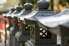 Lanternas do granito no santuário xintoísmo, Nobeoka, Japão Imagens de Stock