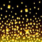 Lanternas do voo lançadas na noite Fotografia de Stock Royalty Free