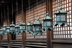 Lanternas douradas do santuário Fotografia de Stock Royalty Free