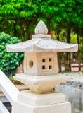 Lanternas e jardim japonês Fotografia de Stock Royalty Free