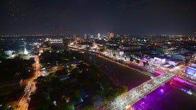 Lanternas e povos de flutuação em Yee Peng ou em Loy Krathong Festival video estoque