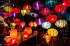 Lanternas Handcrafted na noite na cidade antiga Hoi An Fotos de Stock Royalty Free