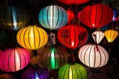Lanternas Handcrafted na noite na cidade antiga Hoi An Fotos de Stock