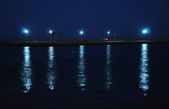 Lanternas leves da reflexão na água Imagem de Stock Royalty Free