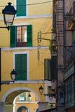 Lanternas na rua espanhola Imagens de Stock