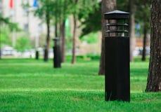 Lanternas no parque imagens de stock