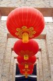 Lanternas vermelhas de suspensão foto de stock royalty free