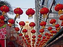 Lanternas vermelhas decoradas no chinês do ano novo Fotos de Stock Royalty Free