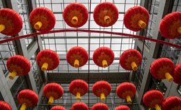 Lanternas vermelhas durante o ano novo chinês fotos de stock royalty free