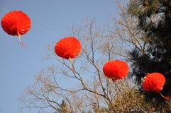 Lanternas vermelhas em feiras do templo Fotos de Stock