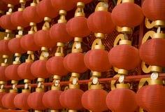 Lanternas vermelhas que decoram o ano novo chinês Fotografia de Stock Royalty Free