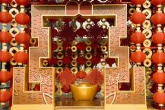 Lanternas vermelhas que decoram o ano novo chinês Imagem de Stock