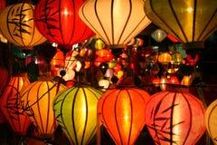 Lanterne alla via del mercato, Hoi, Vietnam fotografie stock libere da diritti