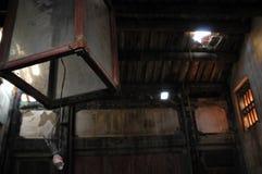 Lanterne antique dans la vieille maison Image libre de droits