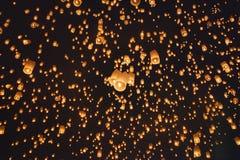 Lanterne asiatiche di galleggiamento, Chiang Mai Thailand Fotografia Stock Libera da Diritti