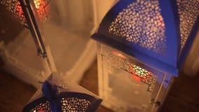 Lanterne bianche del ferro con candel archivi video