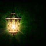 Lanterne brillante au-dessus de fond foncé de fitr d'Al d'eid illustration stock