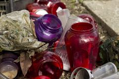 Lanterne bruciate in un cimitero dell'immondizia Fotografia Stock