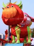 Lanterne chinoise de vache à zodiaque images libres de droits