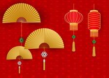 Lanterne cinesi con il fan su fondo ondulato bianco Fotografia Stock