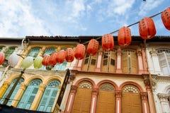 Lanterne cinesi su una facciata Fotografia Stock