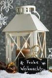 Lanterne dans la neige Photo stock