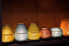 Lanterne decorative fatte del canestro di bambù della treccia dell'artigianato nella città antica di Hoi An, Vietnam immagini stock libere da diritti