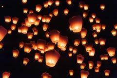 Lanterne del cielo nel festival di lanterna Immagini Stock