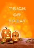 Lanterne della zucca di Halloween su fondo arancio Immagine Stock Libera da Diritti