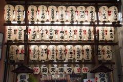 lanterne di carta del santuario di Tenman-Gu Immagine Stock