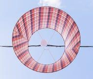Lanterne di carta sul fondo del cielo blu Fotografia Stock