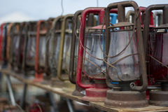 Lanterne di cherosene antiquate rustiche Immagini Stock