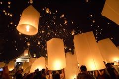 Lanterne di galleggiamento Fotografia Stock