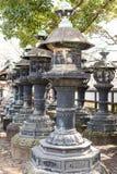 Lanterne di pietra giapponesi fotografia stock