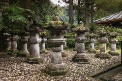 Lanterne di pietra a Nikko Tosho-Gu Immagini Stock Libere da Diritti