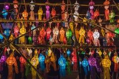 Lanterne durante il Loy Krathong immagini stock libere da diritti