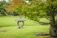 Lanterne en pierre dans le jardin de Korakuen Photos libres de droits
