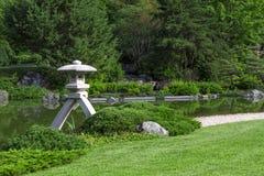 lanterne japonaise de jardin photo stock image 55187689. Black Bedroom Furniture Sets. Home Design Ideas